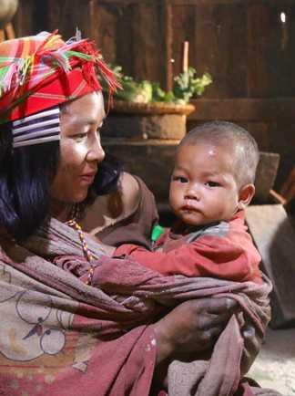 Laotienne et son bébé