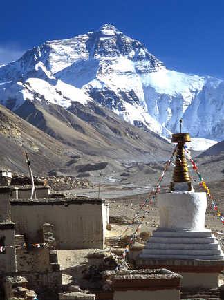 Le monastère de Rongbuk et la face nord de l'Everest