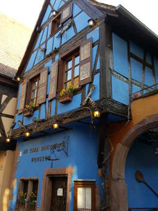 maison bleue à pans de bois  en alsace