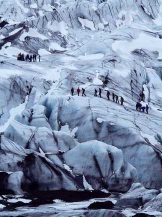 Marche glacière sur le glacier Vatnajokull en Islande