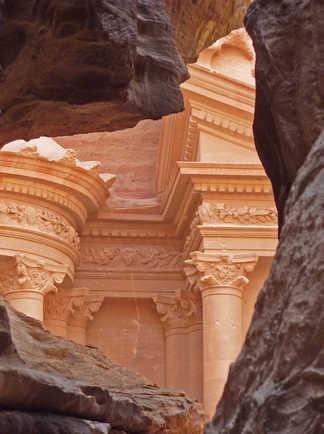 petra monument khazneh