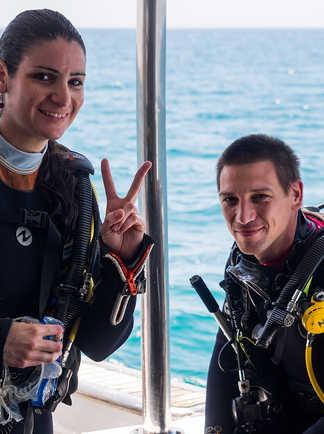 Plongeurs heureux : prêts à s'immerger !