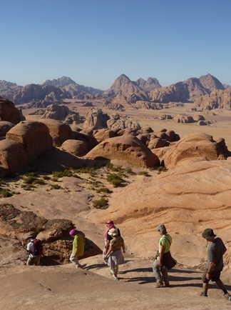 Randonnée dans le désert du Wadi Rum en Jordanie