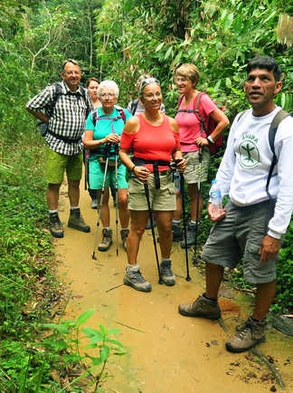 Randonneurs au Saco do Mamangua