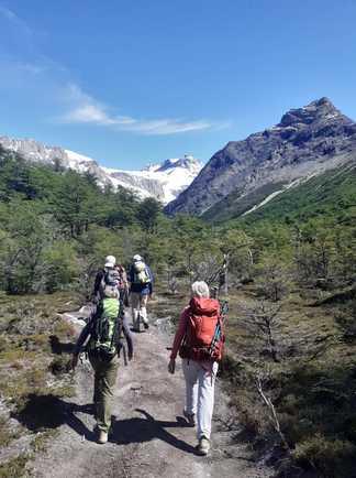 randonneurs dans le parc national Los Glaciares, en Patagonie argentine