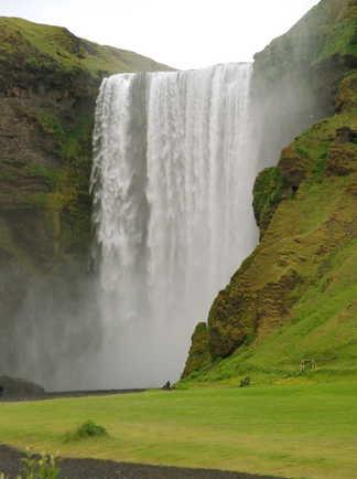 Chute d'eau sur la côte sud de l'Islande