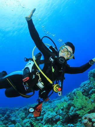 Survolez les récifs des Raja Ampat en plongée dérivante