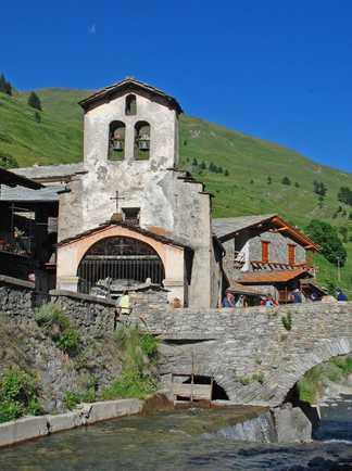 un village queyrassin, alpes du sud