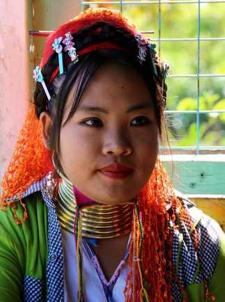 Une femme de l'ethnie Kayan rencontrée lors  d'une randonnée dans la région de Loikaw