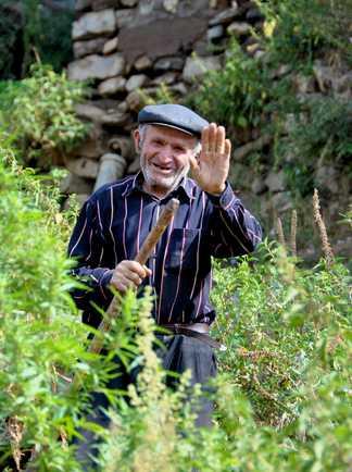 Villageois dans un champs en Arménie