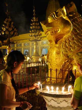 Visite d'un temple en Birmanie