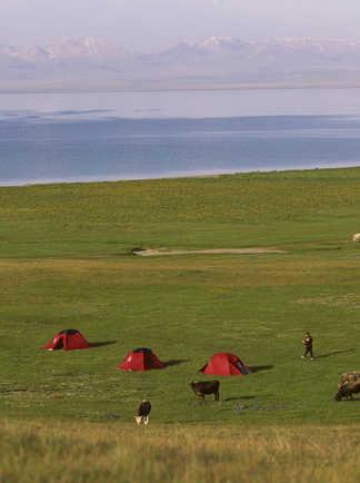 Vue sur le campement à Djely Sou en Kirghizie