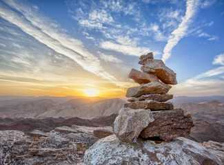 Cairn dans le Queyras au coucher du soleil