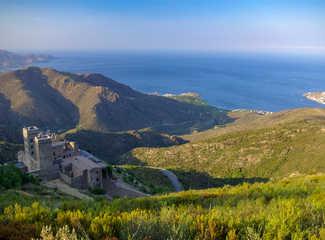 Monastère de Sant Pere de Rodes avec vue sur la mer