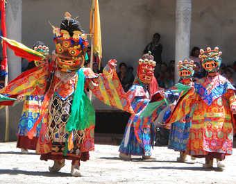 Danse masquée, pendant un festival bouddhiste