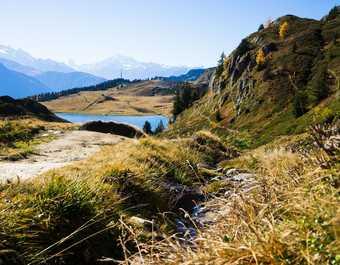 Lac et montagnes du Valais