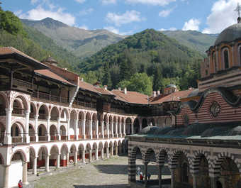 Monastère de Rila dans le massif du Rila en Bulgarie