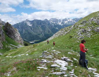 Randonneurs dans la vallée de Valbona