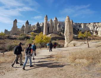 Randonneurs dans le parc national de la Cappadoce en Turquie