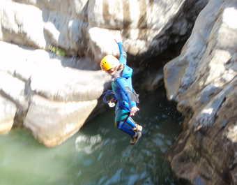 Saut en canyoning