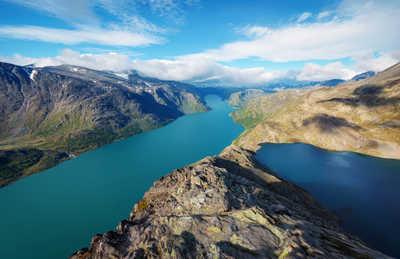 Le pont Besseggen dans le parc Jotunheimen en Norvège