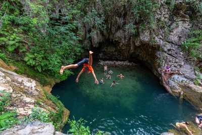 Plongeon et saut aux alentours de Trinidad