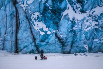 Voyage raquettes près du glacier au Svalbard