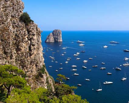 Capri et ses falaises surplombant la mer