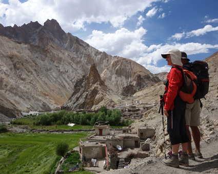 Randonneurs dans la vallée de la Markha Ladakh
