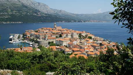 Croatie, vue sur la vieille ville de Korcula