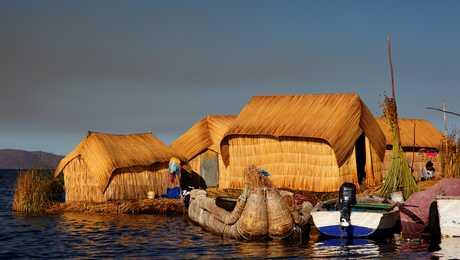 habitation flottantes sur le lac Titicaca