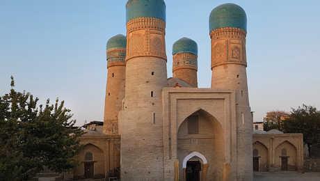 le monument Tchor-Minor à Boukhara