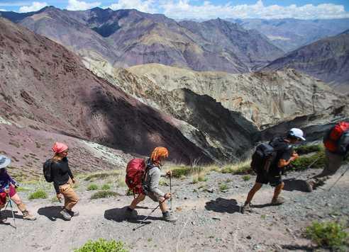 Randonneurs dans la vallée de la Sumda