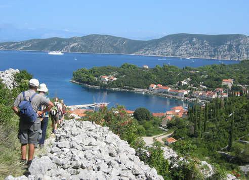 Randonneurs sur l'île de Brac, Croatie