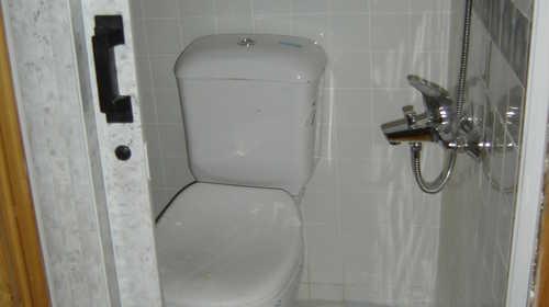 Salle de bain et WC sur le Sandal, Egypte