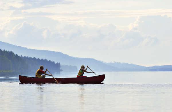 Canoe sur les lacs de Finlande