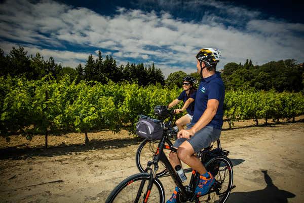 Couple à vélo vignobles