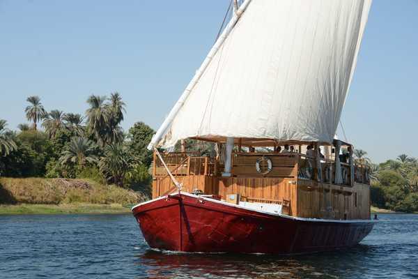 Sandal sur le Nil - Egypte