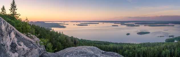 Coucher de soleil sur un lac finlandais, parc national, Koli