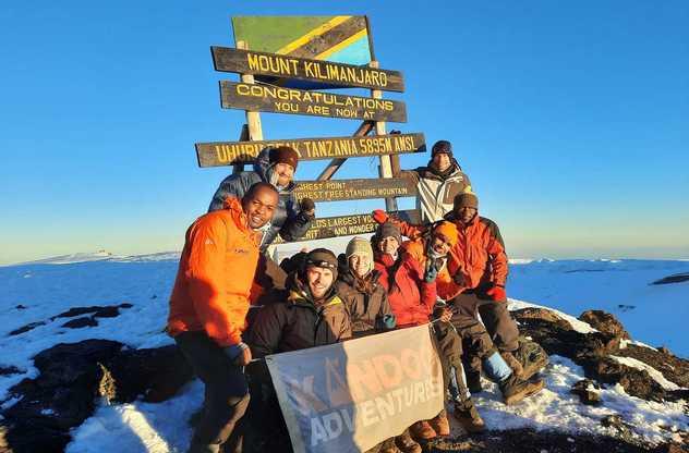 Avec le groupe au sommet du  Kili