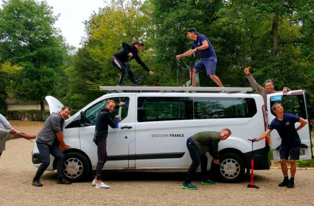 équipe avec van