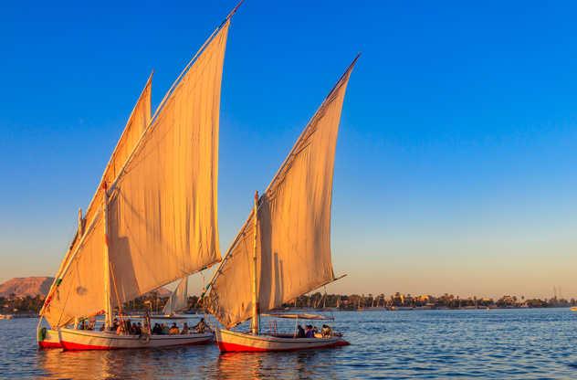 Felouques sur le Nil au coucher de soleil
