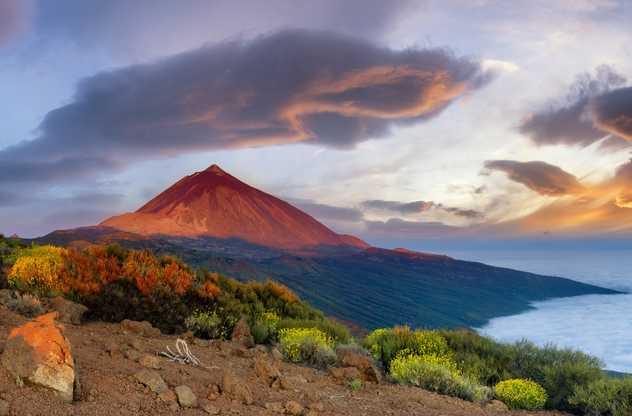 Le volcan du Teide au soleil couchant