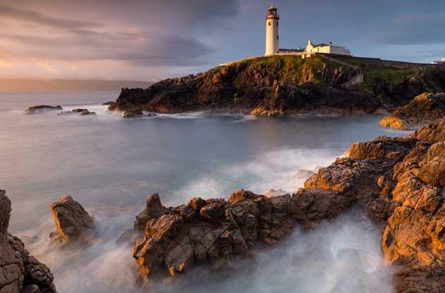 Littoral Irlandais et phare