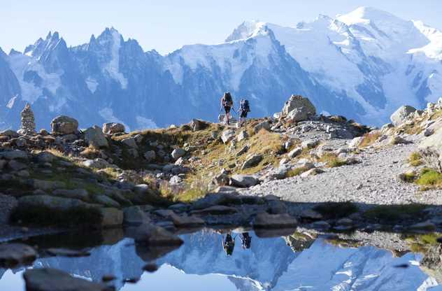 Randonneurs avec vue sur Mont-Blanc