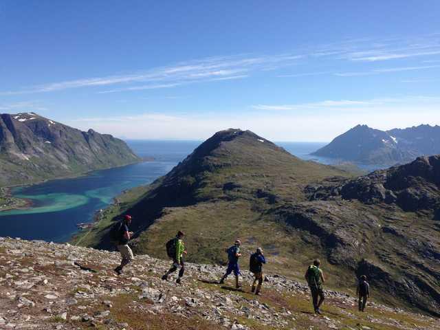 Croisière a la voile dans les Lofoten, randonnée