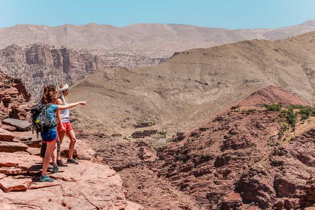 Observation du village de Magdaz dans la vallée de la Tessaout, Maroc