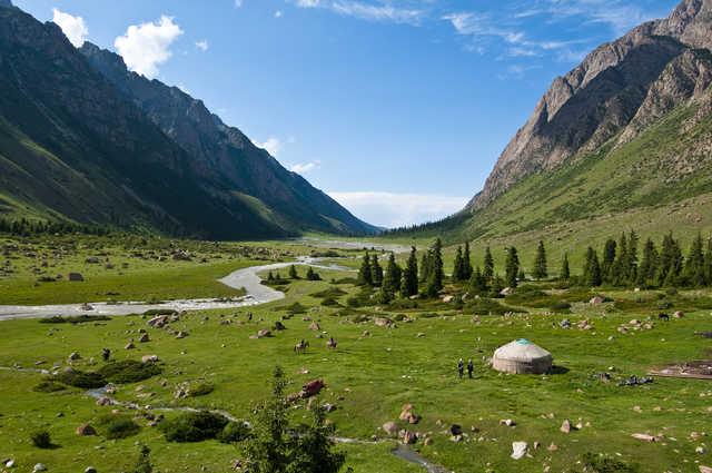 Paysage paisible de la Kirghizie