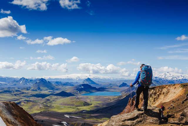 Randonneur en Islande, à Landmannalaugar l'été