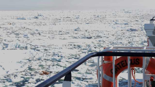 Brise-glace en Arctique